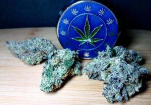 Lets-Enjoy-Cannabis-Reviews-Ice-Cream-Cake-Evermore